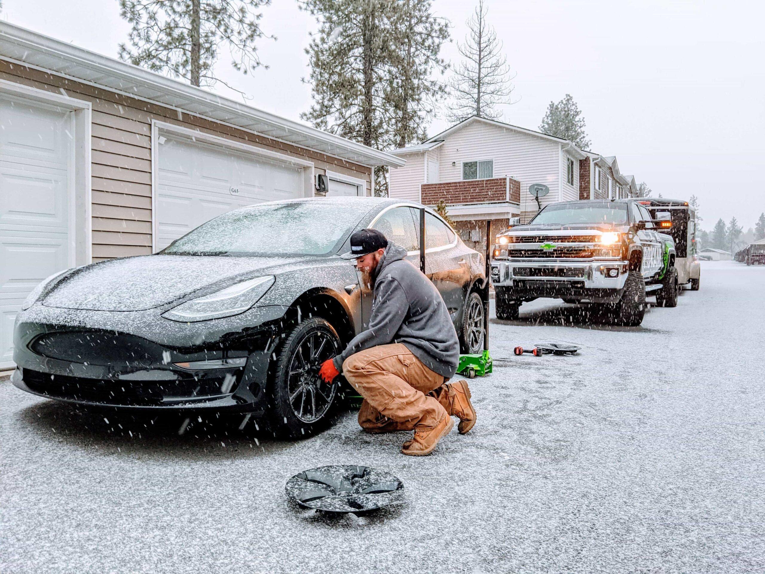 Man Tire Changing - Spokane Mobile Tire & Wheel